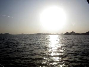 夕暮れ間近の瀬戸の海