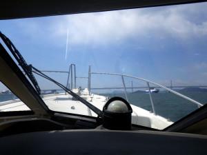 瀬戸大橋をくぐって丸亀港へ
