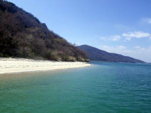 無人島小島のキレイなビーチ
