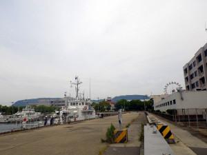 四国運輸局前の港