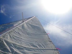 ヨットで男木島