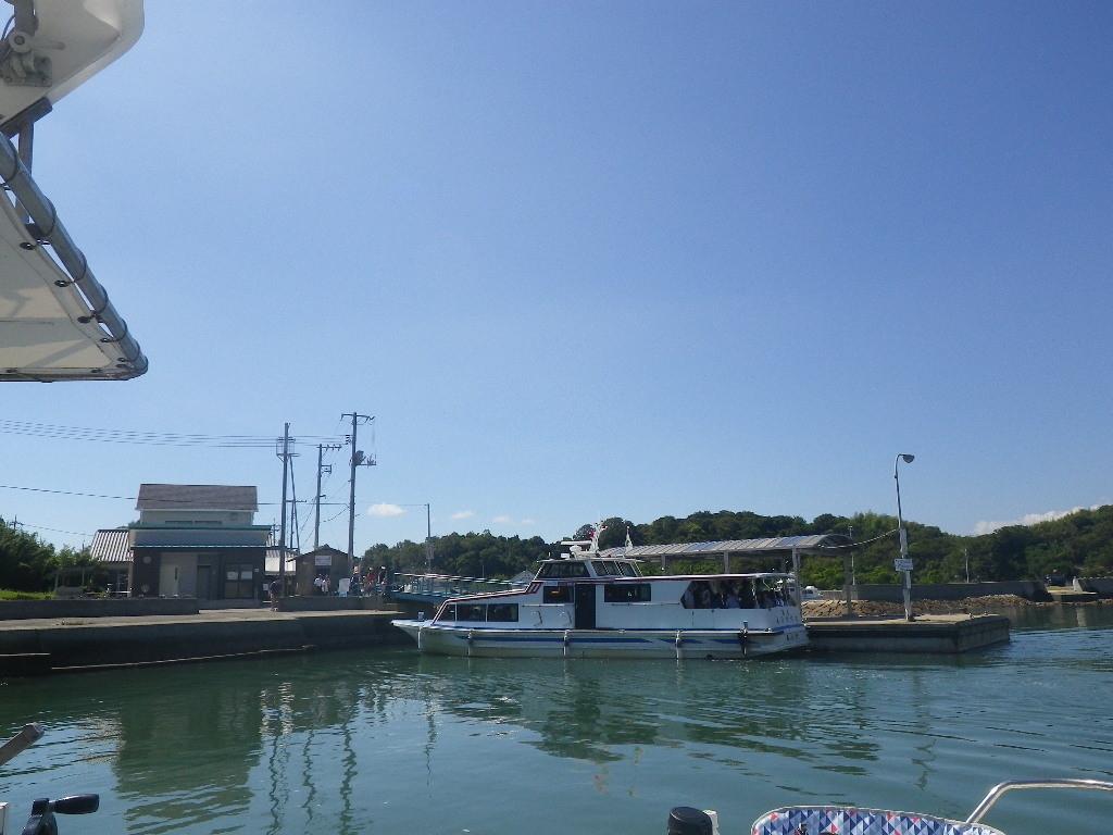 犬島港への定期船