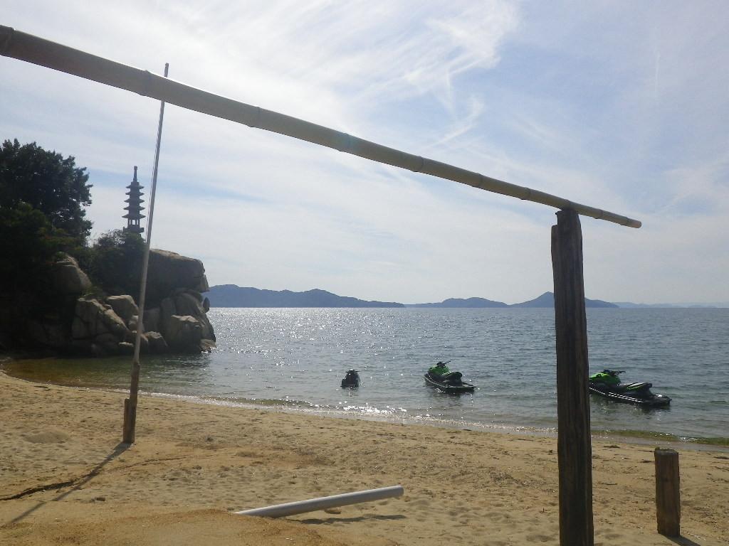 象岩亭前の海