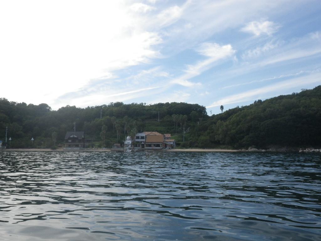 真鍋島、島宿三虎です